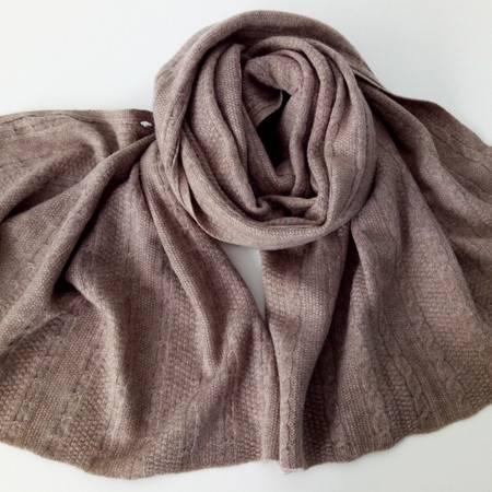 小童马   山羊绒针织女纯色绞花牛角扣披肩加厚保暖多用围巾C