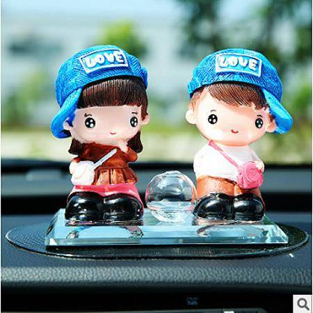 高档创意汽车摆件车内香水座 车内摆件情侣公仔香水座 可爱卡通娃娃摆件 送男友女友情 同桌的你